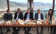 İYİ Parti gazetecileri kahvaltıda ağırladı