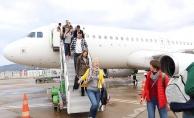 Alanya'da turizimciler yılın ilk Litvanyalı turistlerini karşıladı