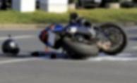 Alanya'da asfaltta savrulan sürücü yaralandı