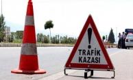 Alanya'da otomobille kaldırıma çarptı: 2 yaralı