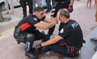 Kaza yapan polisten duygulandıran hareket