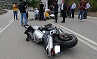 Alanya'da yola savrulan motosikletli yaralandı!