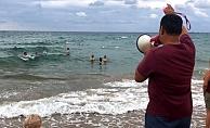 Alanya'da turistler denizdeki tehlikeye aldırış etmedi