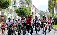 Alanya'da yüzlerce sporcu pedal çevirdi
