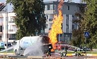 Antalya'da yol ortasında LPG tanker alev aldı