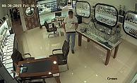 Çalıştığı kuyumcudan 78 parça mücevherle kaçtı Alanya'da yakalandı