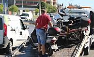 Ehliyetsiz sürücü motosikleti bırakıp kaçtı!