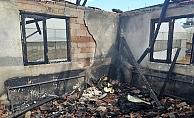Yangında ev küle döndü