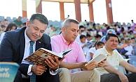 Başkan Yücel, öğrencilerle kitap okudu