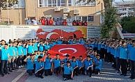 Öğrencilerden Mehmetçik'e komando marşlı destek