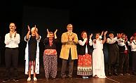 Yaşlılardan tiyatro gösterisi