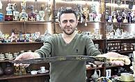 218 yıllık kılıcı otomobil fiyatına satışa çıkarttı