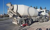 Alanya'da beton mikseri çarpan genç sürücü ağır yaralandı