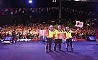 Trafik polisleri sahnede on binlere seslendi