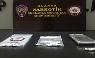Alanya'da jandarmadan genç kızın evine uyuşturucu baskını!