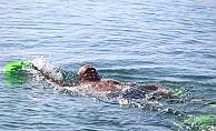 Antalyalılar denizde ısınıyor