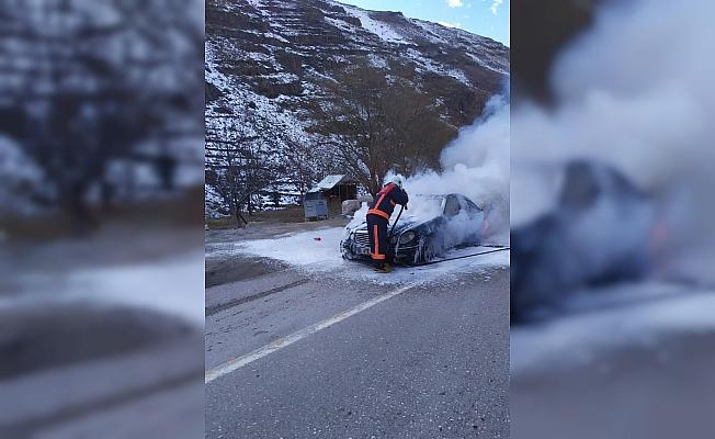 Lüks otomobilde çıkan yangın korkuttu