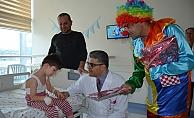 Yeni yılda tedavi gören çocuklar unutulmadı