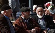 Emeklilerin zamlı maaşı yatıyor
