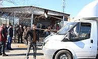 Hafif ticari araç ile çarpışan kamyonet kafeye daldı