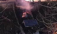 Kamyonet yanarak kanala uçtu, sürücü son anda atlayarak kurtuldu