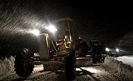 Kardan yolu kapanan köydeki hasta 6 saatlik çalışmayla hastaneye ulaştırıldı