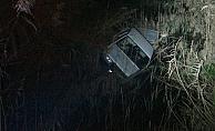 Otomobiliyle dereye uçan alkollü sürücü polise zor anlar yaşattı
