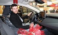 600 TL'lik alış veriş ile 200 bin TL değerinde aracın sahibi oldu