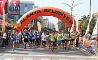 Alanya'da Atatürk için ödüllü koşu
