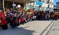 Alanya'da okula rengarenk kazaklarla geldiler