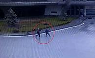 Eşiyle tartışan kadın tabancayla çevredekilere korku dolu anlar yaşattı