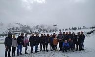 Gazeteciler Davraz'da kar keyfi yaptı