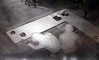 Kasada para bulamayan hırsızlar fıstık ve çikolata çaldı