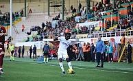 N'Sakala FB maçında sahada