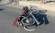 Alanya'da motosiklet sürücüsü yola savrularak yaralandı