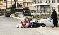 Alanya'da etkili olan şiddetli rüzgar seyir halindeki motosikleti devirdi