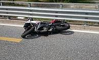 Alanya'da yola savrulan motosiklet sürücü yaralandı