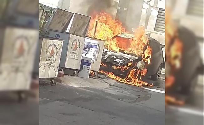 Otomobil cayır cayır yandı