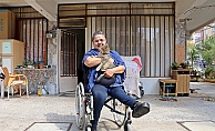 Dükkanı eve çevirip tek başına yaşayan engelli kadının azmi