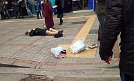 Eski kocası tarafından sokak ortasından başından vurulan kadın hayatını kaybetti