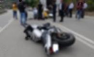 Alanya'da kontrolden çıkan motosiklet yola savruldu!