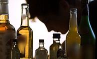 Alanya'da tedbirlere uymayarak alkol alan kişilere 25 bin 200 TL ceza!