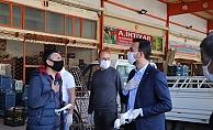 Başkan Toklu hal esnafına maske dağıttı