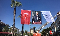 Büyükşehir kenti bayraklarla süsledi