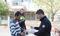 Görev başındaki polise çay ikramı