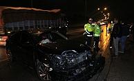 İşçi servisi ile otomobil çarpıştı: 1 ölü, 6 yaralı