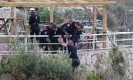 Polis, genci intihardan son anda kurtardı!