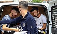 Türk bayraklı arabayla sokağa çıkıp, polisi peşinden sürükleyen gençlere ceza yağdı