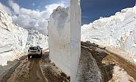 Vali Karaloğlu'ndan kar tüneli paylaşımı
