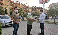 CHP'li gençler maskeleri teslim ettiler